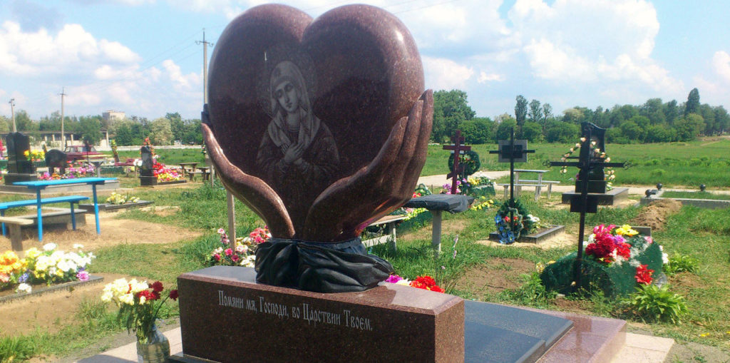 Памятник-сердце на могилу
